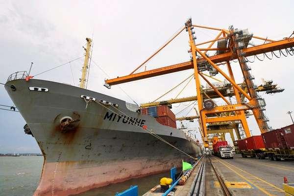 antarafoto-container-crane-baru-beroperasi--060417-ds-1