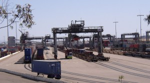 1280px-Intermodal_ship-to-rail_transfer